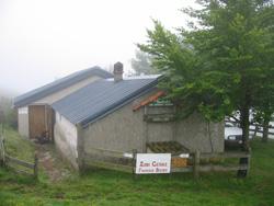 un cayolar (abris de berger) dans les Pyrenees, sur le GR10